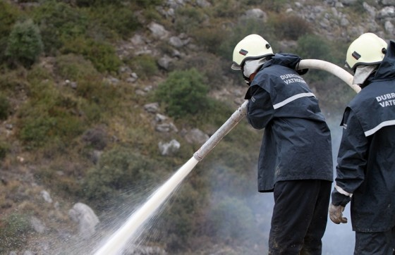 Crna kronika − NEVRIJEME DONIJELO PROBLEME Zbog udara gromova požari u blizini mjesta Ljubač i Osojnik