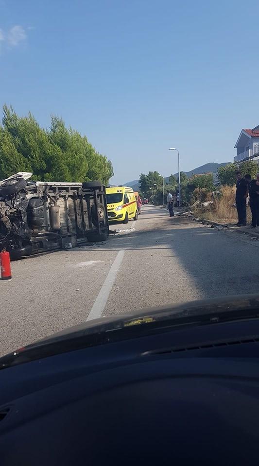 Crna kronika − TEŠKA NESREĆA U DRAČAMA Sanitetsko vozilo završilo na boku, ozlijeđeno troje ljudi