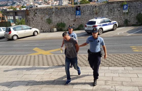 Crna kronika − REKORDNA ZAPLJENA Vozač priveden pred DORH zbog slučaja prenošenja 342 kila marihuane(FOTO)