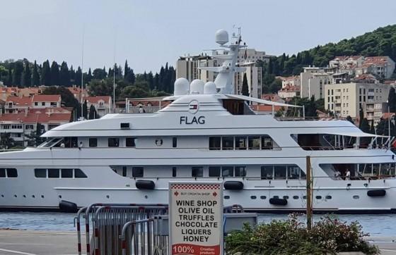 Lifestyle − ČISTI LUKSUZ Moćna jahta slavnog Tommyja Hilfigera uplovila u Dubrovnik