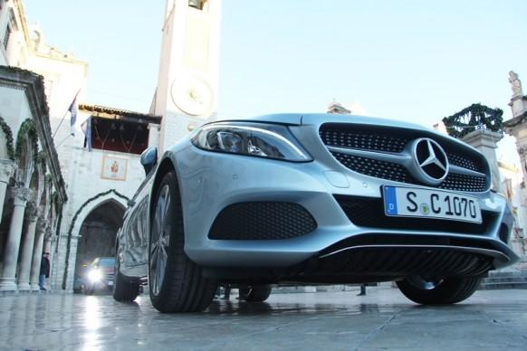 KAKAV ZVUK! Tako to izgleda kad se novim Mercedesom prođe kroz grad (VIDEO) -...