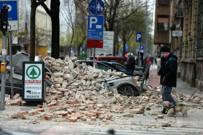 Građani Bjezali Van Domova Snazni Potresi Pogodili Zagreb Popucale Zgrade Foto Video Dubrovacki Dnevnik